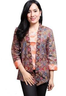 Model baju batik kantor minimalis untuk wanita