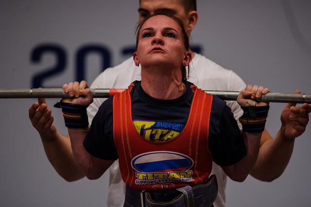 La rusa Natalia Salnikova se llevó el oro en pesos ligeros del levantamiento de potencia en los Jueogs Mundiales 2017 que se celebran en Breslavia, Polonia