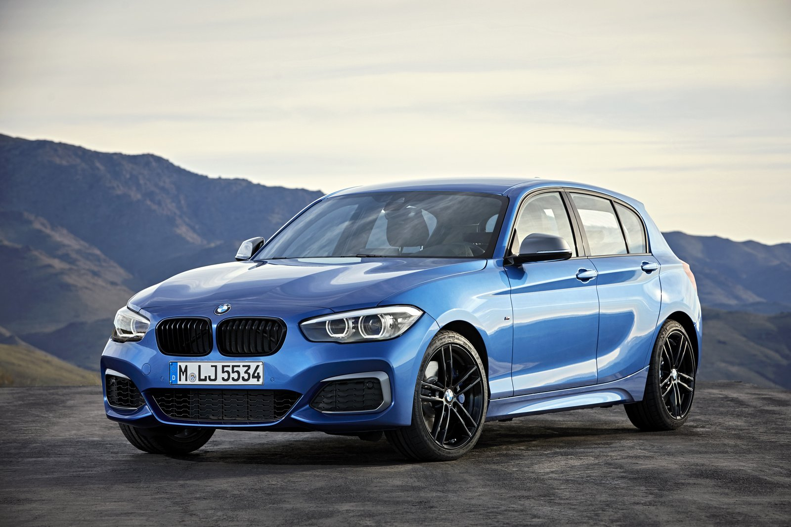 2018 bmw 1 series bows with updated interior new tech carscoops