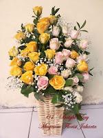 Bunga Mawar Rangkai Vas Rotan Keren