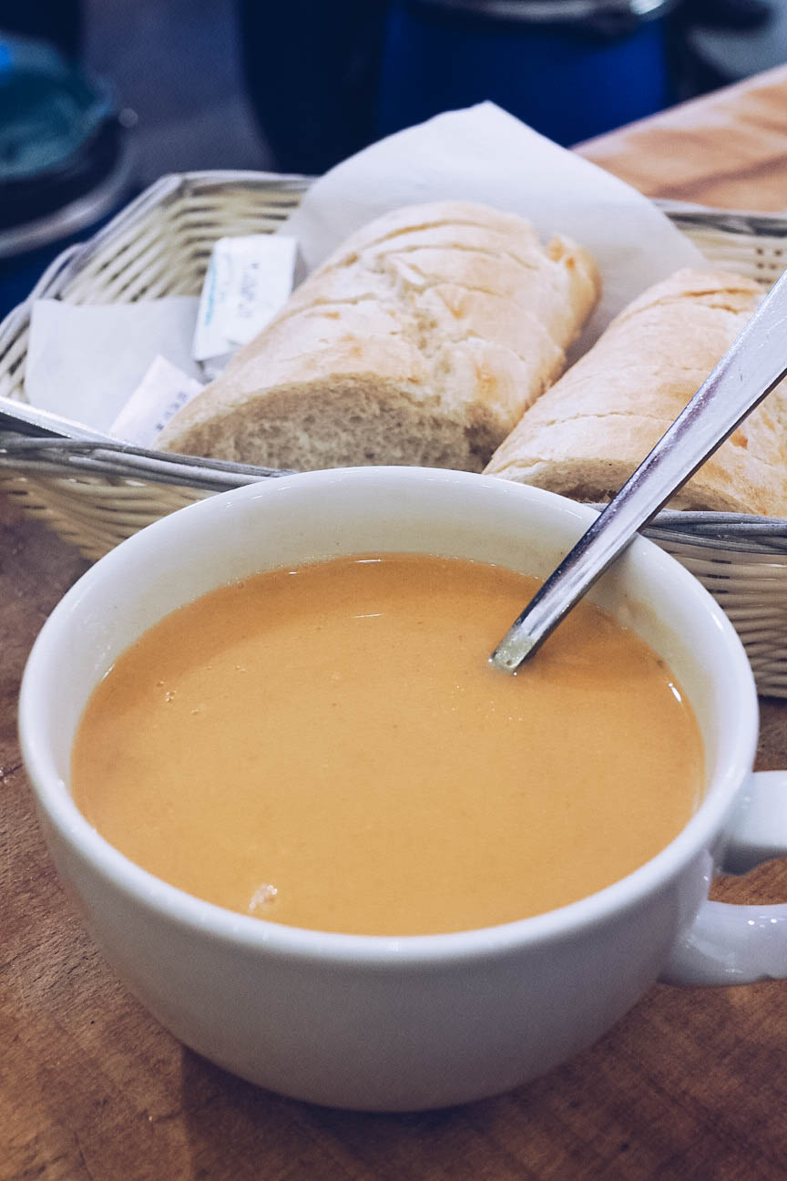 Lobster soup and bread at Sægreifinn