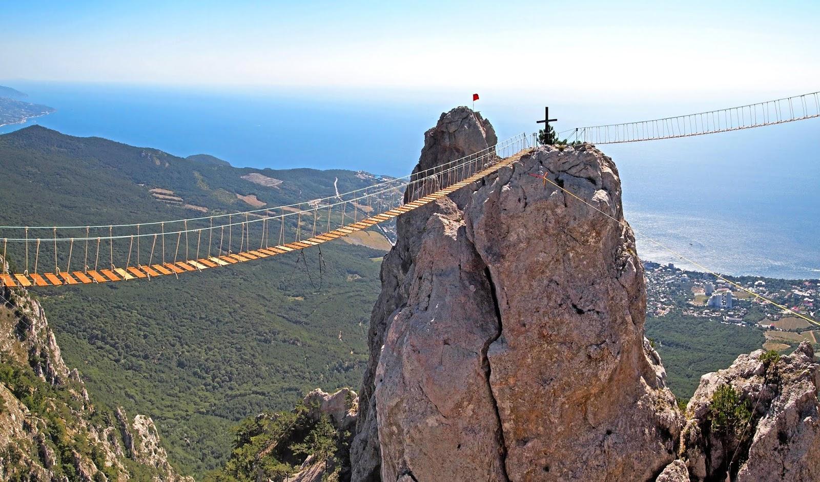 विश्व के 10 सबसे खतरनाक और अजीबो गरीब ब्रिज