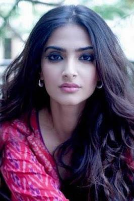 قصة حياة سونام كابور (Sonam Kapoor)، ممثلة هندية، من مواليد 1985 في مومباي