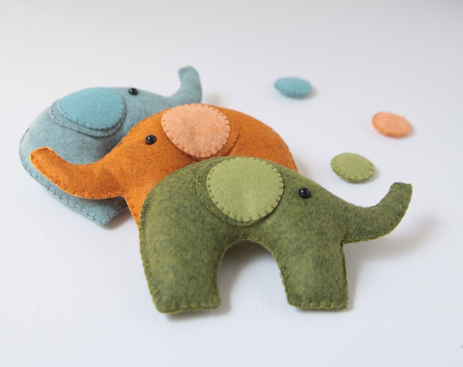 Felt Elephant Ornament Craft // Benzie