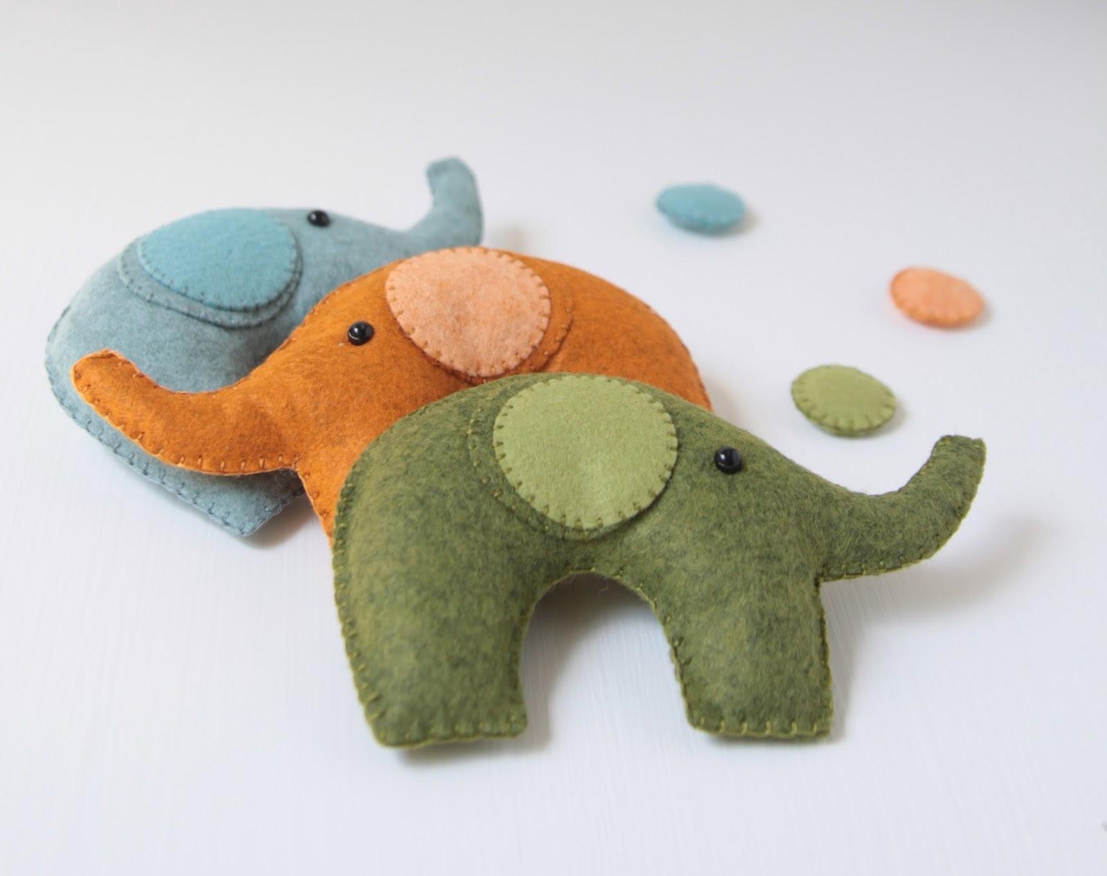 Felt Elephant Ornament Craft // Benzie