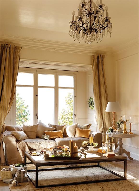 salon navideno decorado en tonos dorados chicanddeco