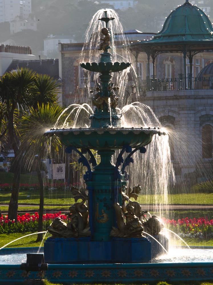 victorian garden fountain Ann Miles Photography: Victorian Torquay