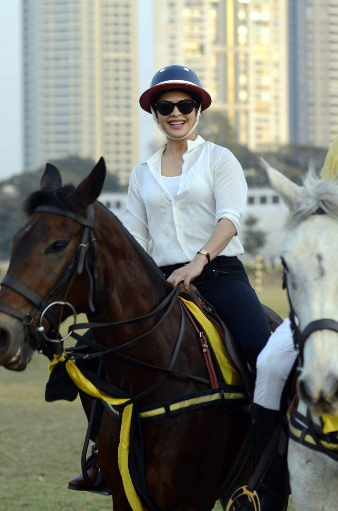Jacqueline Fernandez In White Shirt at Horse Race Course images