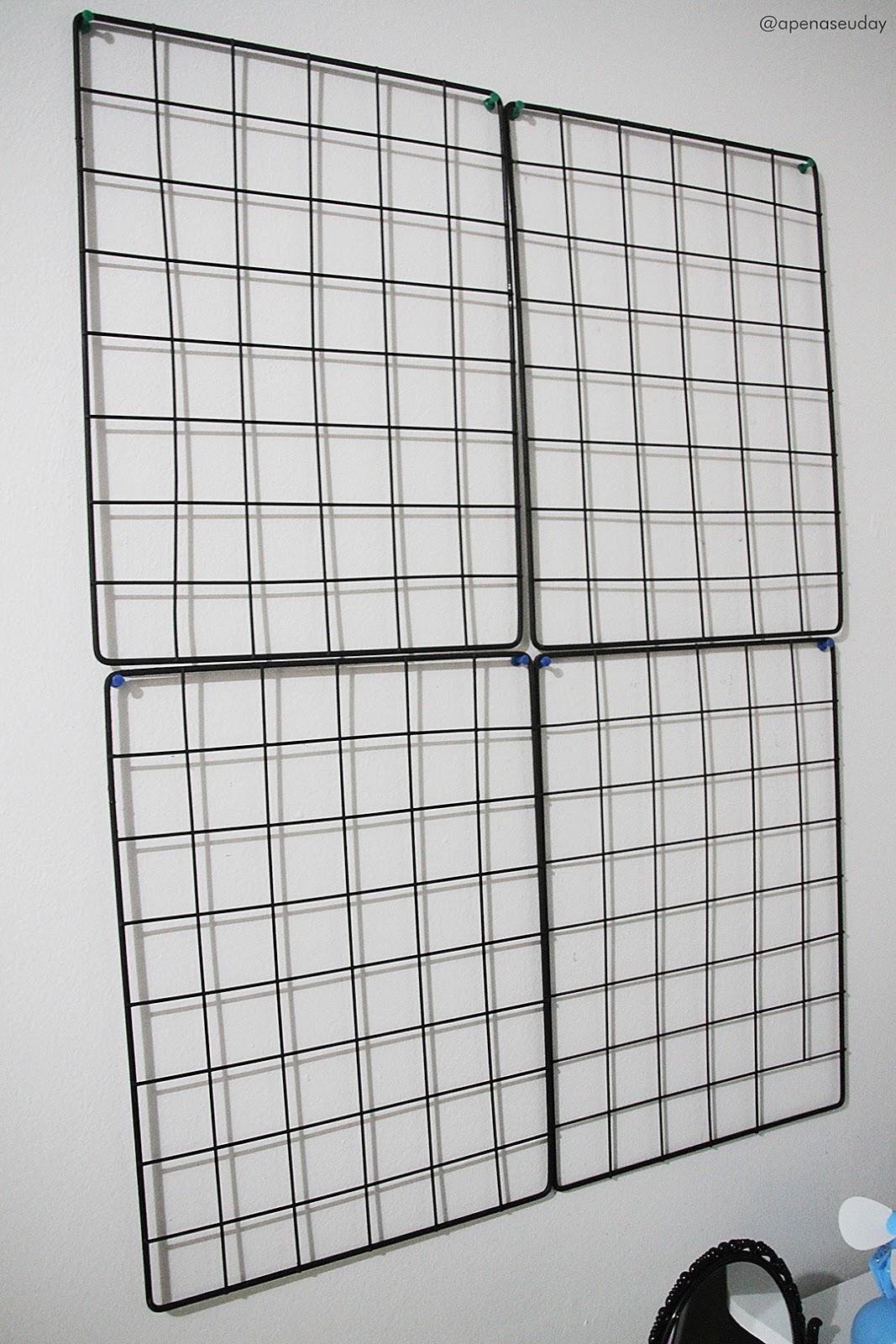 Aprenda a fazer um mural de grades para fotografias reaproveitando grades de uma estande de roupas. Acesse agora!