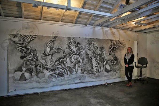 Mural de animales con lápiz al carbón