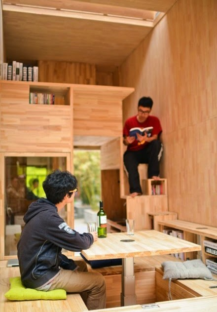 casa miniatura que mide 7 m cuadrados hecha con madera totalmente funcional