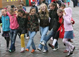 Tips dan Cara Agar Disukai Teman di Sekolah dan Di Mana Saja
