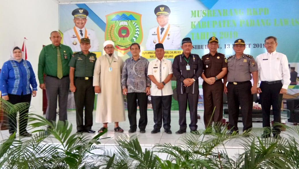 Wabup Palas, drg. H. Ahmad Zarnawi, CHt, MSi, MM didampingi Porkopinda Palas saat membuka Musrenbang RKPD Palas tahun anggaran 2019