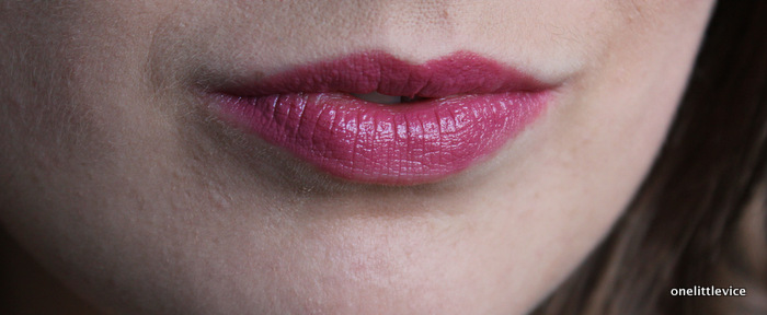 One Little Vice Beauty Blog: Mac Lustre Lipstick Plumful Review
