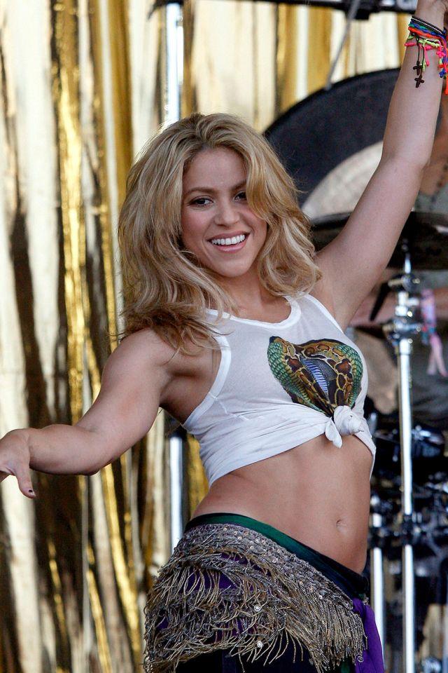 Creature 3d Movie Wallpaper Download Shakira Hot Pics Wallpaper Zoom