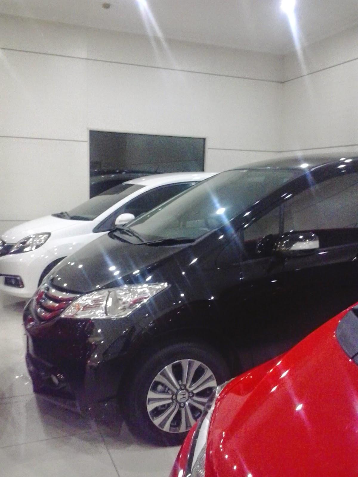 Display Mobil Di Dealer Mobil Honda Tambun Freed, Jazz, Mobilio