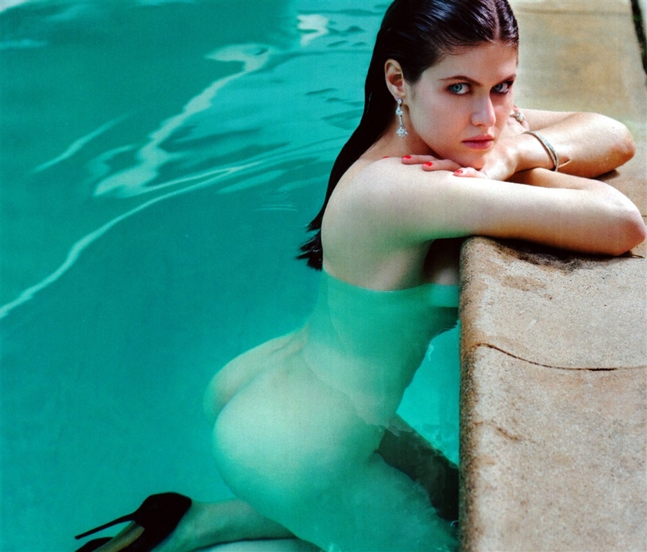 Alexandra Daddario Naked Ass in Pool