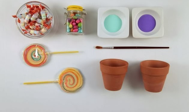 macetitas con dulces de colores