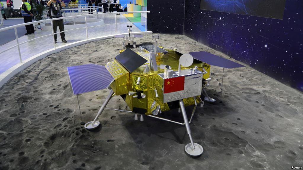 Modelo de la nave china que llegó a la cara oculta de la luna / REUTERS