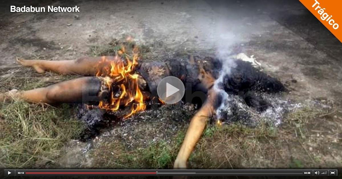 mujer quemada viva bruja