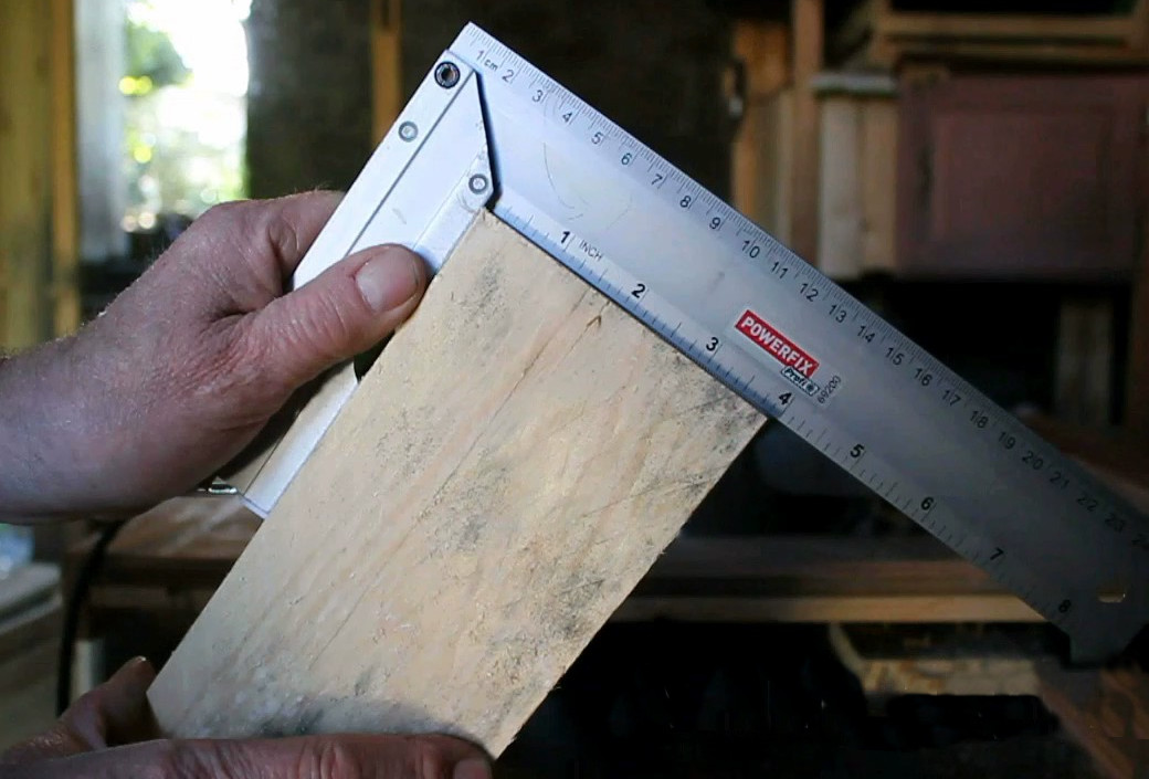 Checking right angled cut from crosscut saw table