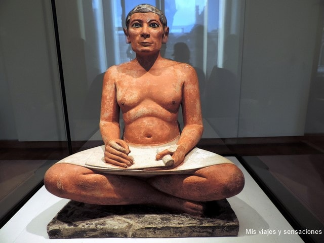 Escrba sentado, Museo del Louvre, París, Francia