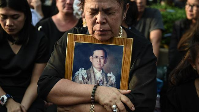 Thai youths face jail for burning late king's photo