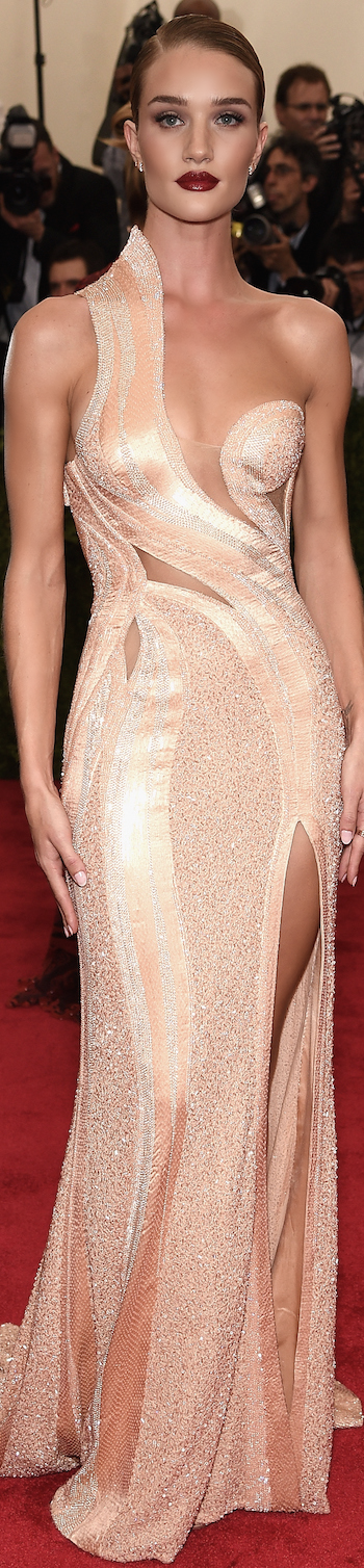 Rosie Huntington Whiteley in Atelier Versace