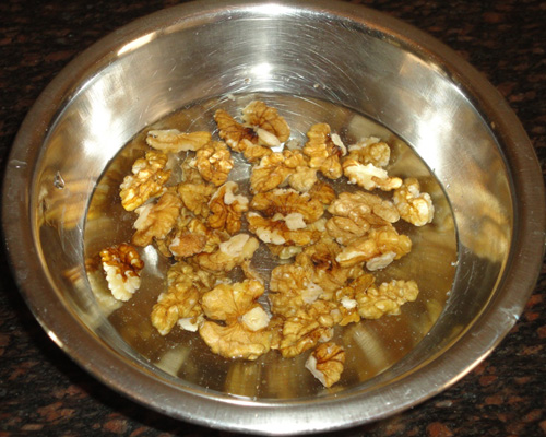 soaked walnuts to make aalnut banana muffins