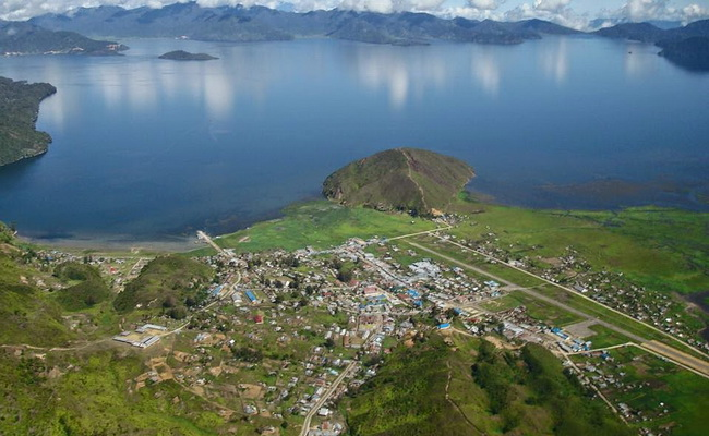 Xvlor.com Paniai Lakes is strand of three beautiful lakes in the Heart of Papua
