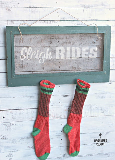 Old Rustic Window Screen Sleigh Rides Sign #Christmasjunkfavs #rusticChristmas  #sign #stencil #oldsignstencils #windowscreen #upcycle #repurposed  #repurpose