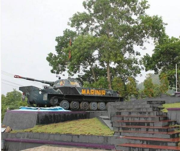 Monumen Oswald Siahaan Tapanuli tengah