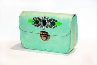 Bolso joya color menta, verde y pedrería verde y blanca
