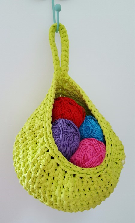 chunky crochet hanging pouch