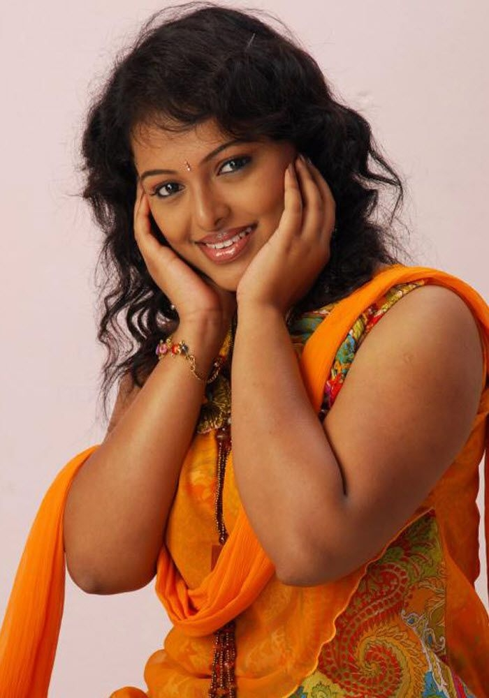 Soumya Blouse Cleavage Auntys Hot Cleavages