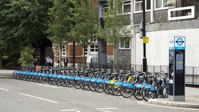 Rent a bicycle in London with Oyster Card for an inexpensive method of travel
