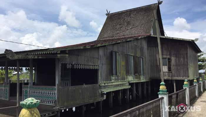 Gambar rumah adat Indonesia - Rumah adat Kalimantan Selatan atau Rumah Bubungan Tinggi