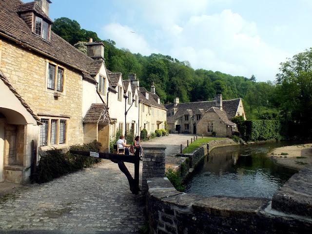 río y puente de piedra de Castle Combe