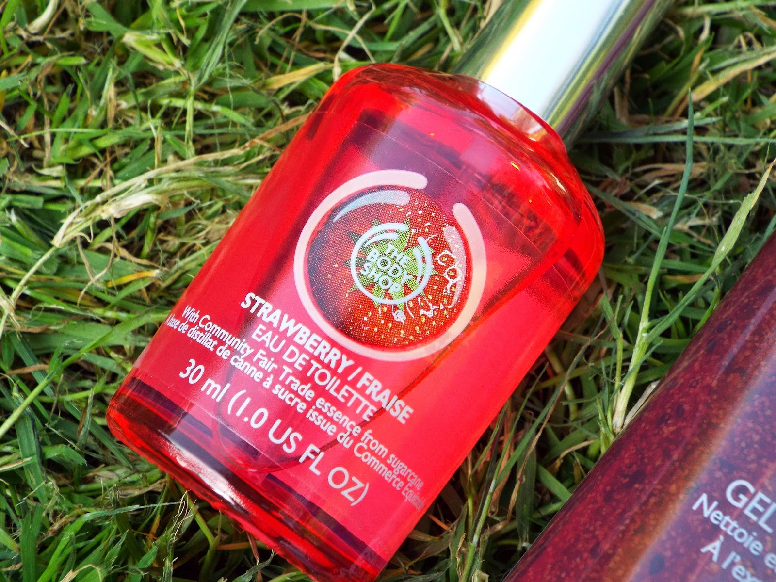 image of the body shop strawberry perfume