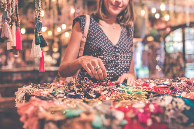 5 Ways to Give Your Jewelry Shop a Cheerful Atmosphere | NileCorp.com