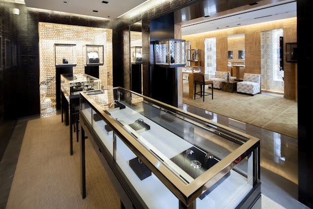 High-End Jewelry Store Displays