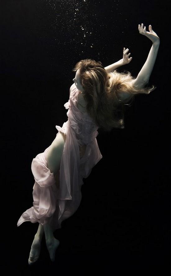 Niki          11 17       Woman Floating Underwater