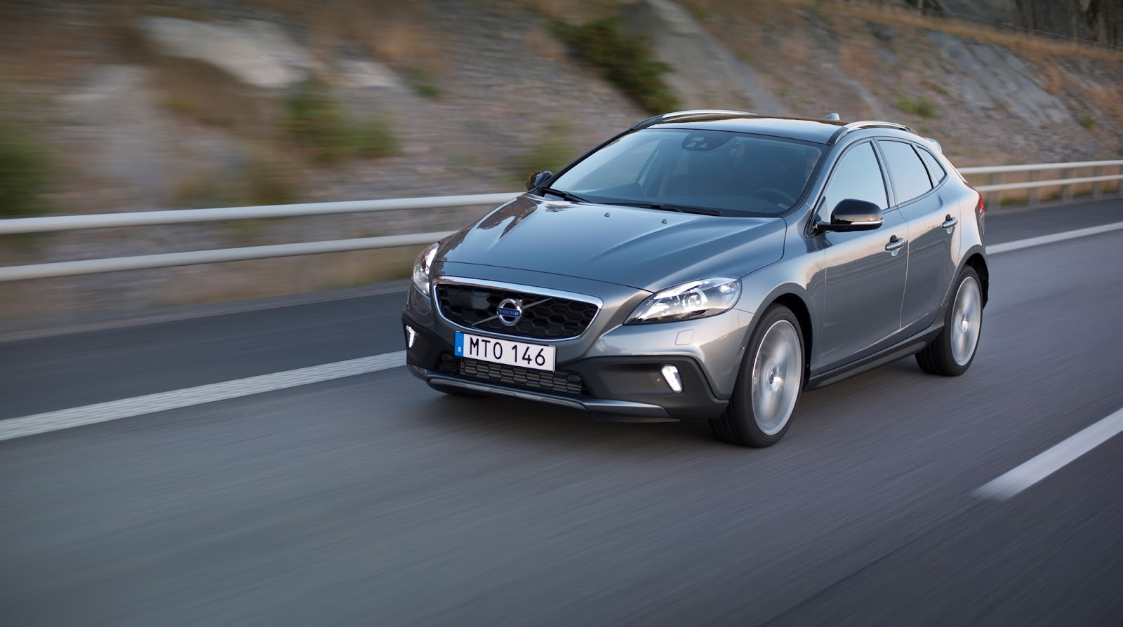 V40%2BCROSS%2BCOUNTRY%2B1.5%2BT3%2BAUTO 1 Το Volvo V40 Cross Country με το νέο κινητήρα 1,5 λίτρων, απόδοσης 152 ίππων από 21.900 €