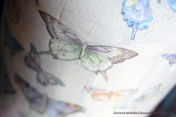 Decorar con mariposas botes de cristal