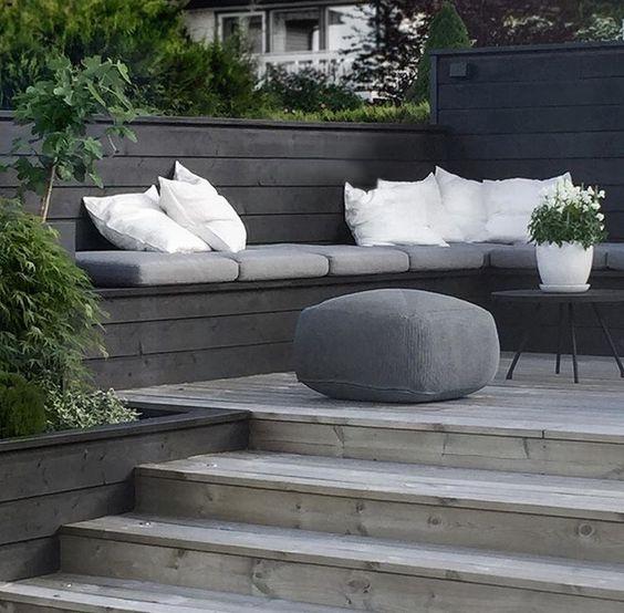 Stylizimoblog designer peisagistica gradina moderna simple culori simple curte mica mobilier exterior lemn depozitare dulap curte amenjare constructie