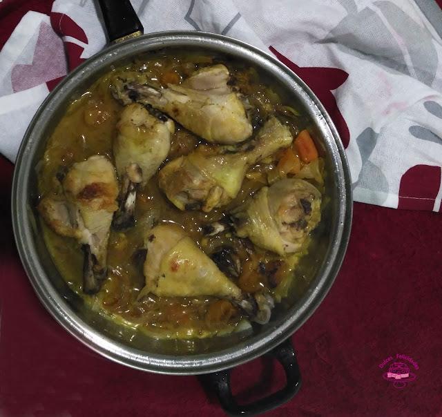 Pollo con orejones de albaricoque y piñones