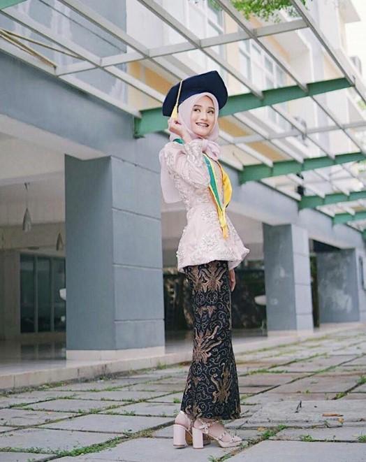 Model Baju Wisuda Islami Nusagates