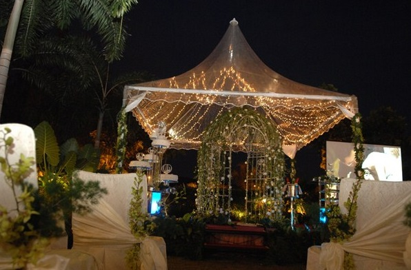 outdoor wedding at night