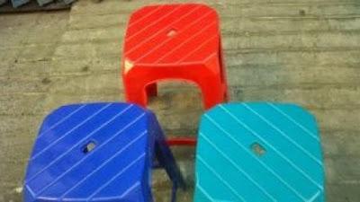 Ternyata Ini Fungsi Lubang yang Ada di Kursi Plastik yang Tidak Kita Ketahui