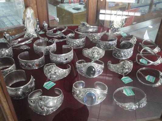 Mengunjungi Desa Celuk Pusat Kerajinan Perhiasan Emas dan Perak - Celuk, Perhiasan Emas & Perak, Gianyar, Bali, Liburan, Perjalanan, Wisata, Tour, Rekreasi, Darmawisata, Tamasya, Objek wisata, Tujuan wisata, Destinasi wisata, Kawasan wisata